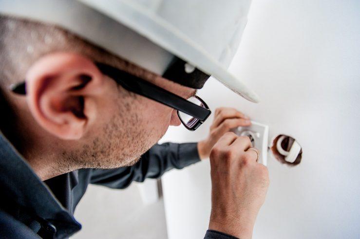 Electrician making Repairs in Toronto 1